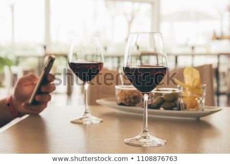 glas · alcohol · smartphone · tabel · verslaving · alcoholisme - stockfoto © dolgachov