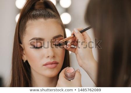 sminkmester · kozmetika · gyönyörű · nő · arc · tökéletes · smink - stock fotó © serdechny