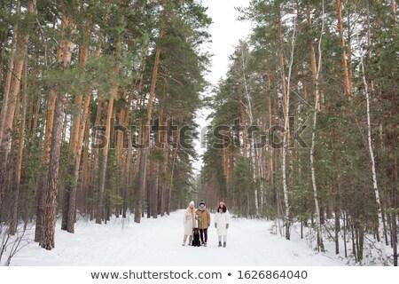 молодые привязчивый друзей ходьбы черный Сток-фото © pressmaster