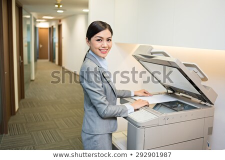 Mosolygó nő fénymásoló iroda munka nyomtatott állás Stock fotó © photography33