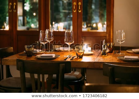 Okulary luksusowe zestaw restauracji tabeli żywności Zdjęcia stock © ABBPhoto