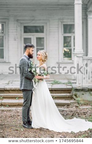 felice · sposa · lo · sposo · bacio · autunno · foresta - foto d'archivio © galyna_tymonko