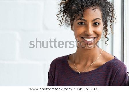 Bakıyor kamera çekici esmer güzel bir kadın Stok fotoğraf © oleanderstudio