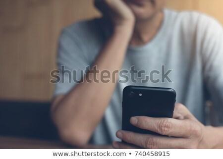 Nudzić przypadkowy człowiek telefonu komórkowego shirt Zdjęcia stock © stevanovicigor