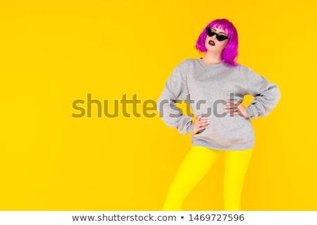 vrouw · roze · pruik · portret · aantrekkelijk · kaukasisch - stockfoto © iofoto