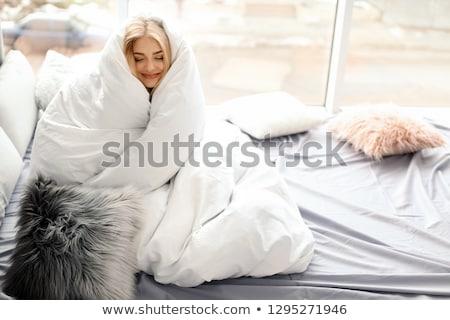 fille · couverture · souriant · herbe · bonheur · regarder - photo stock © IS2