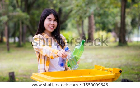женщину бутылку мусорное ведро пить поддержки баланса Сток-фото © IS2