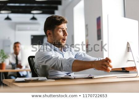 imprenditore · scioccato · sorpreso · desk · guardando · schermo · del · computer - foto d'archivio © deandrobot
