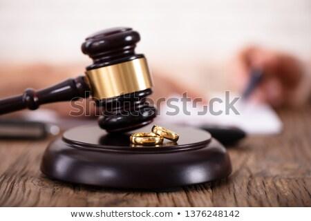 divórcio · anel · de · casamento · gabela · madeira · carta - foto stock © andreypopov