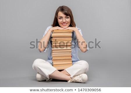 Jonge glimlachend vrouwelijke student kin hoog Stockfoto © pressmaster