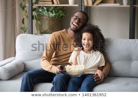 Boldog apa lánygyermek eszik pattogatott kukorica otthon Stock fotó © dolgachov