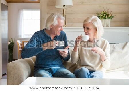Casal de idosos bebida quente mulher café chá sorridente Foto stock © IS2