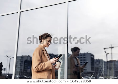 zijaanzicht · zakenvrouw · mobiele · telefoon · kantoor · lobby · business - stockfoto © boggy