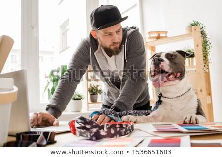 Fiatal lezser férfi néz kutya görbület Stock fotó © pressmaster