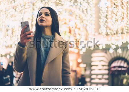 Stijlvol vrouw permanente wachten stedelijke steegje Stockfoto © dash
