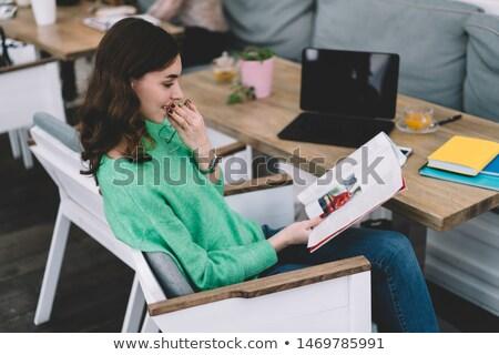 oldalnézet · szépség · nő · kávézó · napló · piros - stock fotó © deandrobot