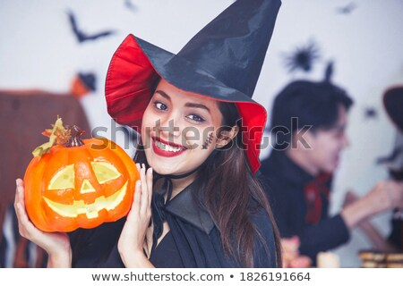 Portré nő boszorkánykalap néz kamera mosolyog Stock fotó © deandrobot