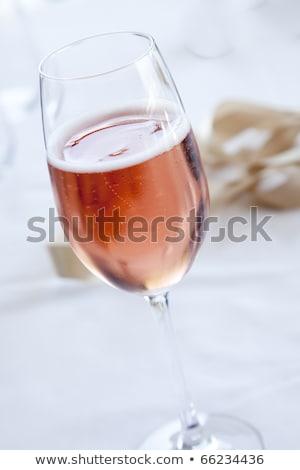 Uno vidrio aumentó champán burbujeante blanco Foto stock © Rob_Stark