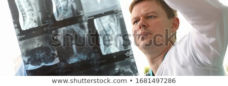 koncentrált · női · orvos · néz · hőmérséklet · iroda - stock fotó © wavebreak_media