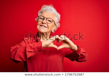 vrouw · tonen · hartvorm · witte · tank · handen - stockfoto © dolgachov
