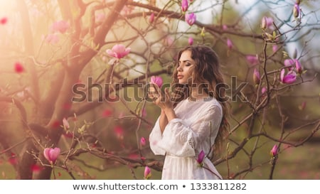 Aantrekkelijk blond meisje bloemen schoonheid portret Stockfoto © NeonShot