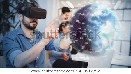 vrouw · hoofdtelefoon · technologie · gezicht · gelukkig · venster - stockfoto © wavebreak_media