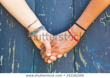 Paar lesbische houden handen illustratie holding handen Stockfoto © lenm