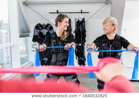 Draadloze opleiding weerstand vrouw sport fitness Stockfoto © Kzenon
