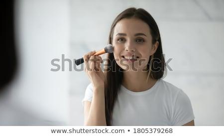 Positif jeune femme poudre brosse miroir Photo stock © deandrobot