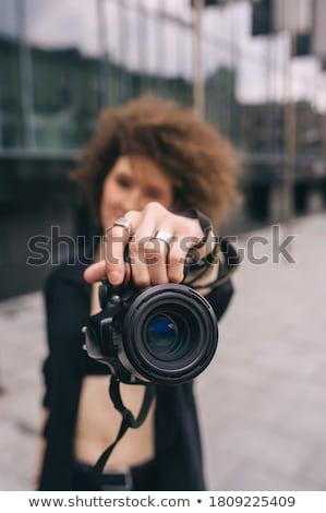 belo · jovem · fotógrafo · retrato · artista · câmera - foto stock © lithian