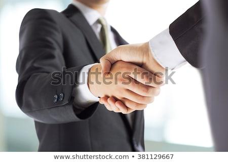 stretta · di · mano · sala · conferenze · imprenditori · stringe · la · mano · business · ufficio - foto d'archivio © is2