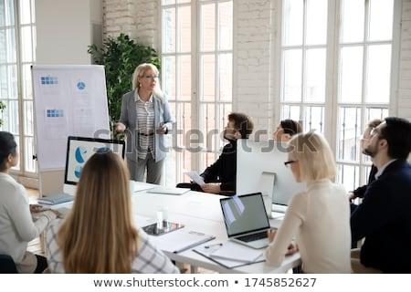 Młodych prezentacji wraz grupy zawartość Zdjęcia stock © pressmaster