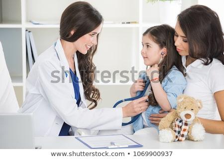 Sorridente little girl estetoscópio escuta batida de coração médico Foto stock © pressmaster