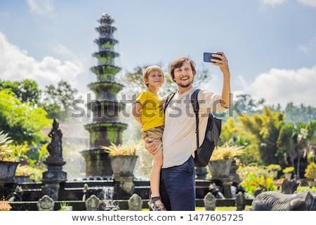Papá hijo turistas agua palacio parque acuático Foto stock © galitskaya