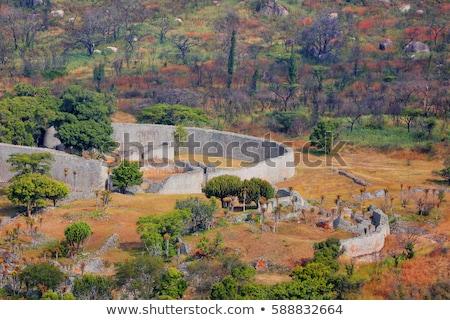 Deuropening klein gebouw bomen berg Stockfoto © tab62