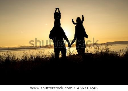 Zdjęcia stock: Rodziny · cztery · zachód · słońca · ręce · para · piękna