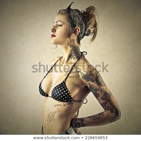 入れ墨 · 女性 · ビキニ · セクシー · 白人 · プール - ストックフォト © iofoto