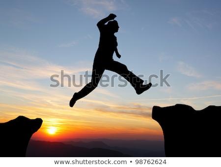 Escursioni uomo jumping montagna successo sport Foto d'archivio © zurijeta