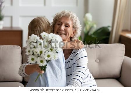 Nő köteg virágok virág utazás jókedv Stock fotó © IS2