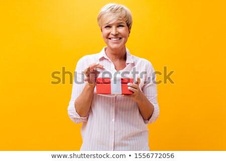 成熟した女性 ギフト 女性 女性 笑みを浮かべて ストックフォト © IS2