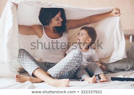 Genç anne oğul rahatlatıcı oynama yatak Stok fotoğraf © Lopolo
