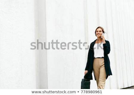 美しい · ビジネス女性 · 徒歩 · 屋外 · 話し · 携帯電話 - ストックフォト © deandrobot