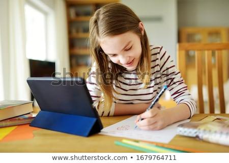 Student meisje huiswerk onderwijs technologie Stockfoto © dolgachov