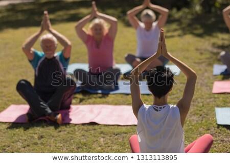 hombre · sesión · yoga · posición · ejercicio · casa - foto stock © wavebreak_media