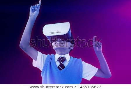 Iskolás fiú visel virtuális valóság headset élvezi Stock fotó © wavebreak_media
