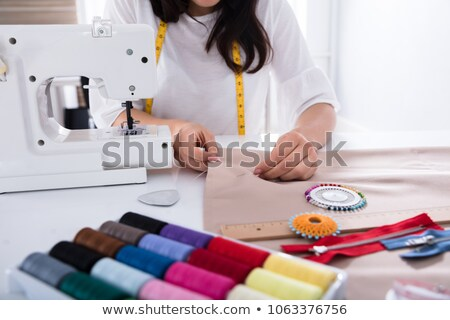 Közelkép kéz szabó varrógép nő dolgozik Stock fotó © Kzenon