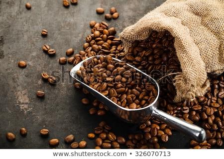 Zwarte koffie bonen houten beker papier Stockfoto © OleksandrO