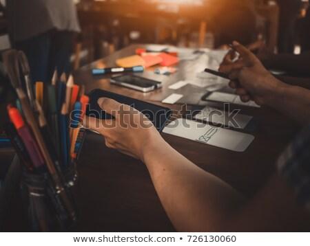 Ui projektant wzywając smartphone biuro działalności Zdjęcia stock © dolgachov
