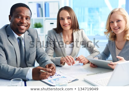 Portret drie kantoormedewerkers kantoor business vrouw Stockfoto © HASLOO