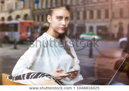 retrato · femenino · teléfono · nina · mano · pared - foto stock © photography33